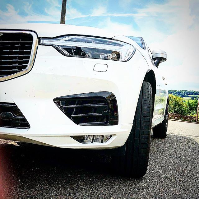 White Volvo XC60 R Design Pro has just arrived and will be going out to an existing customer on Friday!