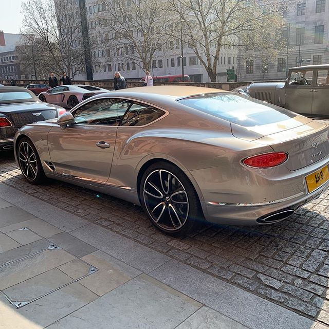 Amazing to see all of these @bentleymotors outside the @stpancrasren hotel today!