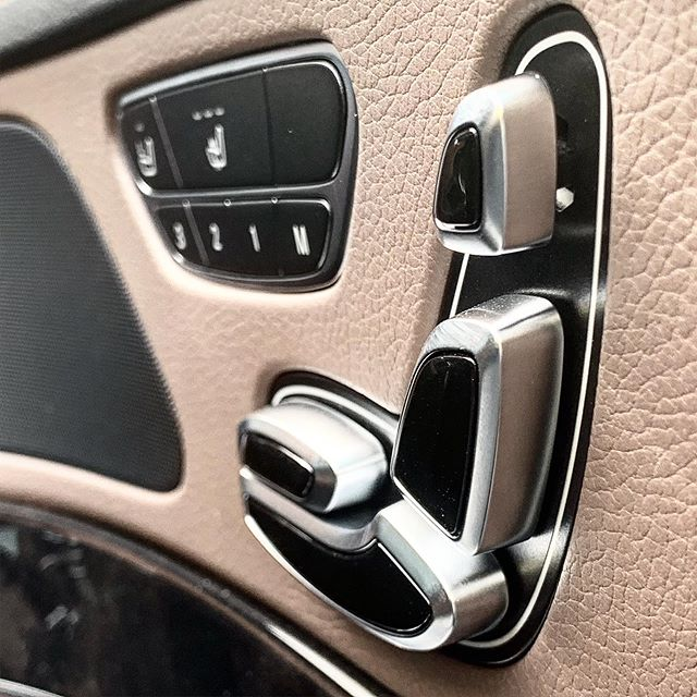 2nd @mercedesbenzuk S350d that's going to London as part of a fleet of 5. These are the controls for the rear seats that include electric adjustment, heated and air cooled seats.