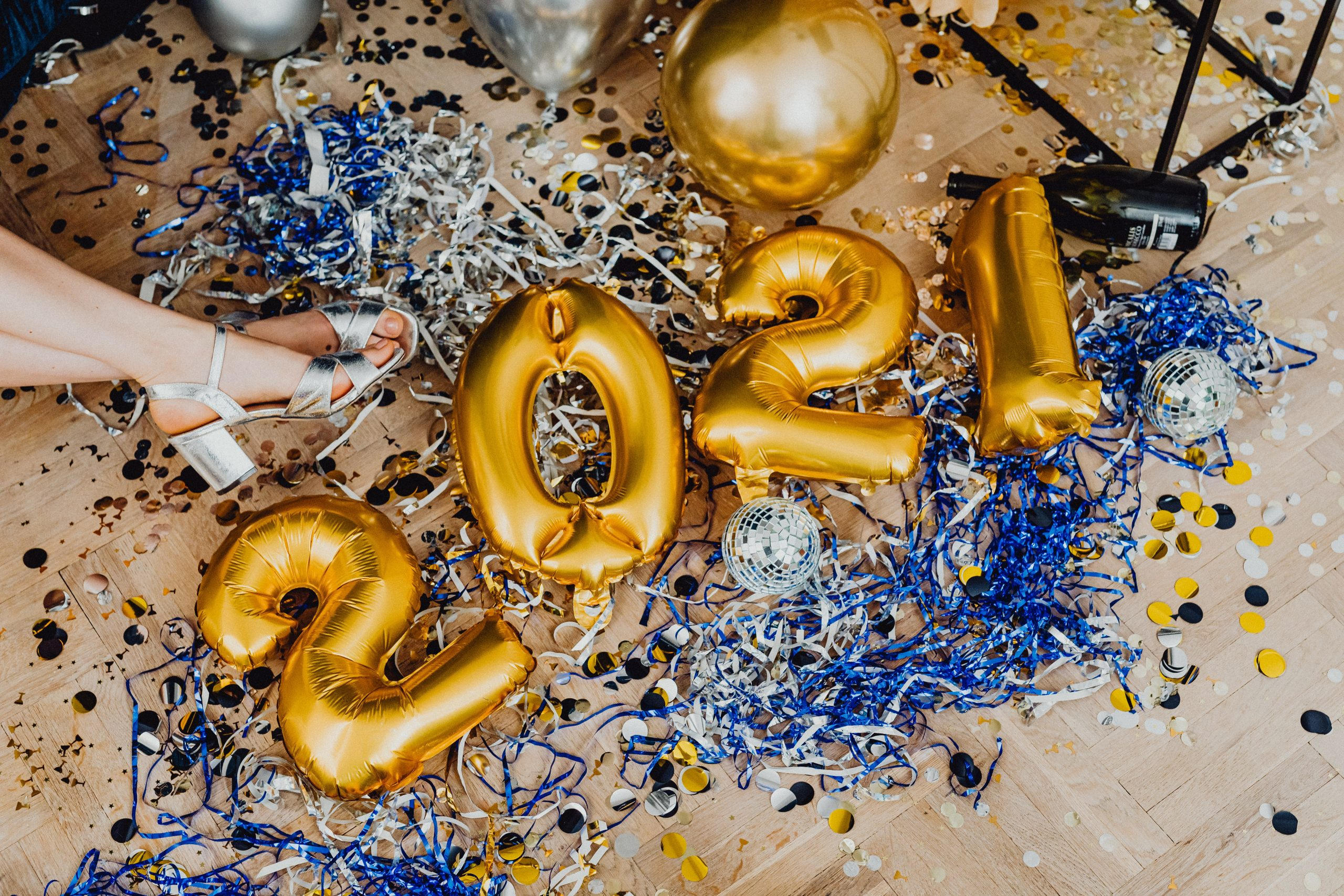 2021 Balloons on a glitter background